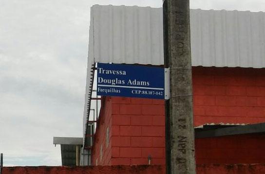 Travessa Douglas Adams esta na ZZ9 Plural Z Alpha