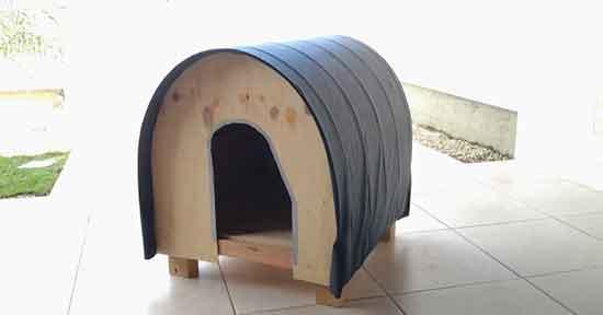Casinha de cachorro de madeira reaproveitada de uma cama Box
